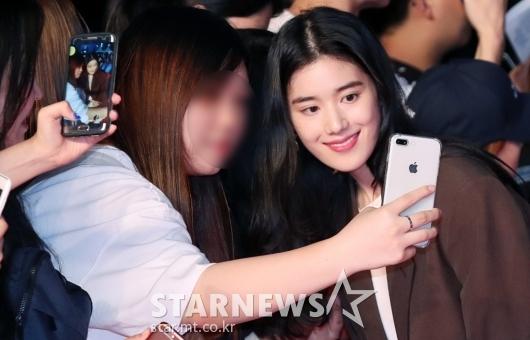 [★포토]정은채, '팬들에게 예쁜 모습 찰칵'