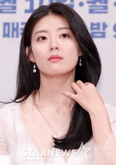 [★포토]남지현, '우아하게 머리 정리'