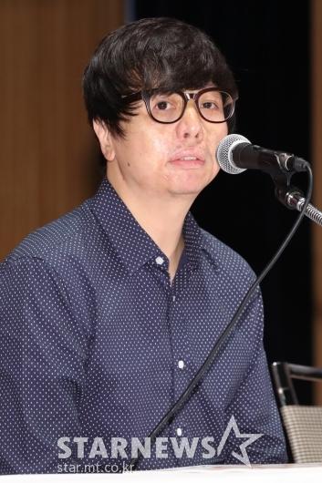 [★포토]답변하는 윤재호 감독