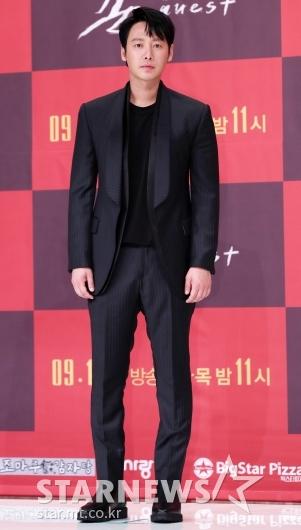 [★포토]김동욱, '딱 떨어지는 수트핏'