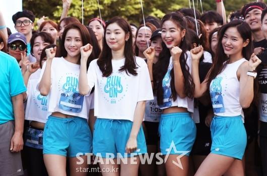 [★포토]김연아, '참가자들과 힘찬 화이팅!'