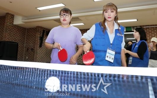 [★포토]홍진영, '진지한 서브'