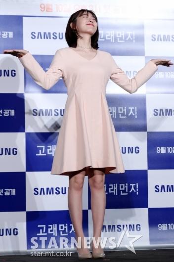 [★포토]김소혜, '미리보는 2053년 포즈'