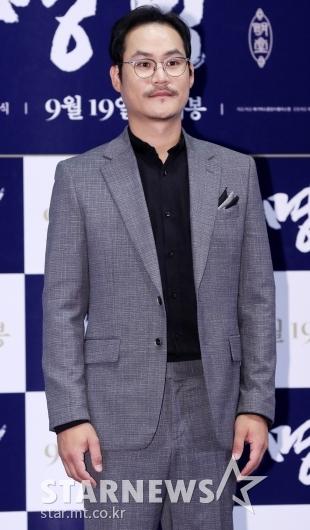[★포토]김성균, '카리스마있는 콧수염'