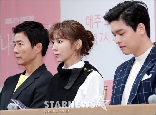 [★포토]유이, '원근법 무시하는 얼굴크기'