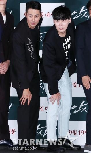 [★포토]조인성-박병은, '포토타임에도 장난기 충만'