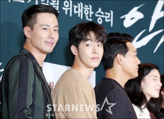 [★포토]조인성, '원근법 싹 무시하는 얼굴크기'
