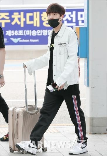 [★포토]김재환, '내 짐은 내 손으로'