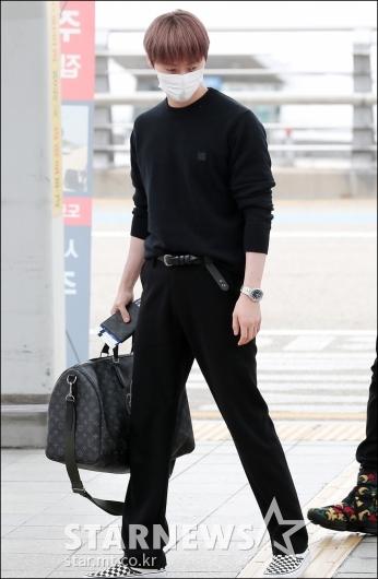 [★포토]황민현, '올블랙 시크한 패션'