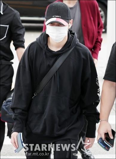 [★포토]하성운, '얼굴 다 가리고 출국'