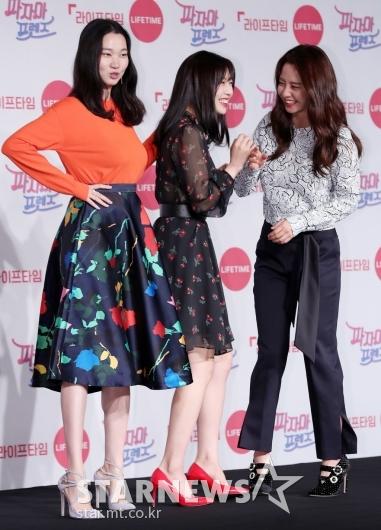 [★포토]조이-송지효, '장윤주 보며 빵!'