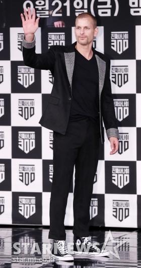 [★포토]전소미 아빠 매튜, '놀라운 패션 감각'