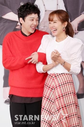 [★포토]소유진, '극 중 연하남편과 꺄르르'
