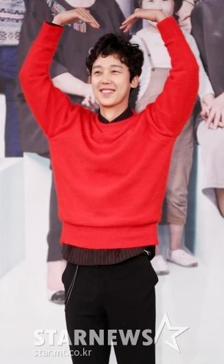 [★포토]윤종훈, '머리 위 큰 하트'