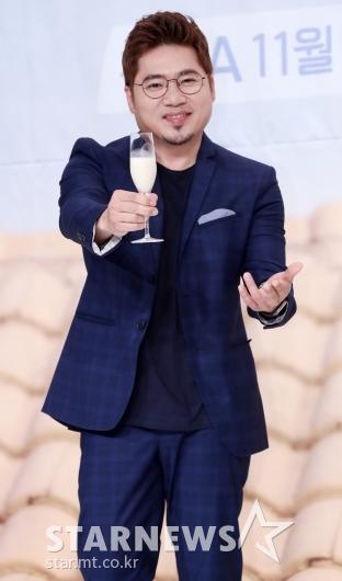 [★포토]김조한, '막걸리 함께 마셔요'