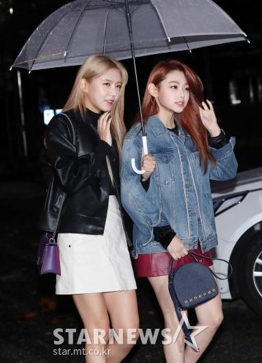 [★포토]나영-미나, '빗속의 화보처럼'