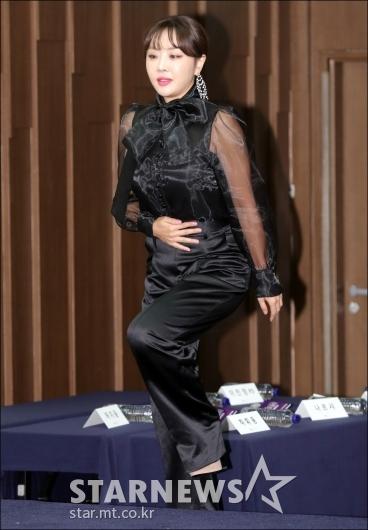 [★포토]나르샤, '우아한 블랙 시스루 패션'