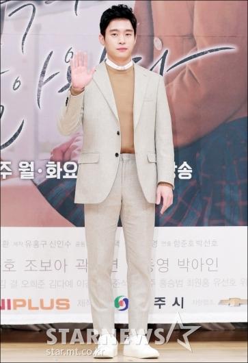 [★포토]김동영, '어색한 포토타임'