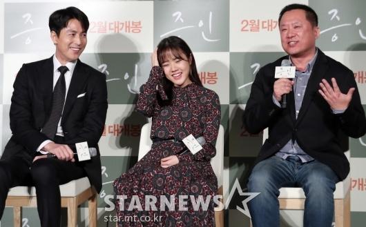 [★포토]정우성-김향기, '감독님과 화기애애'