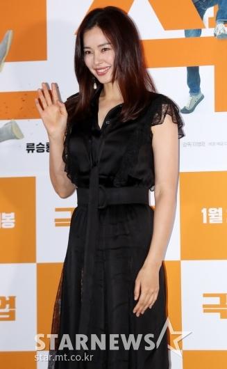 [★포토]이하늬, '아름다운 손인사'