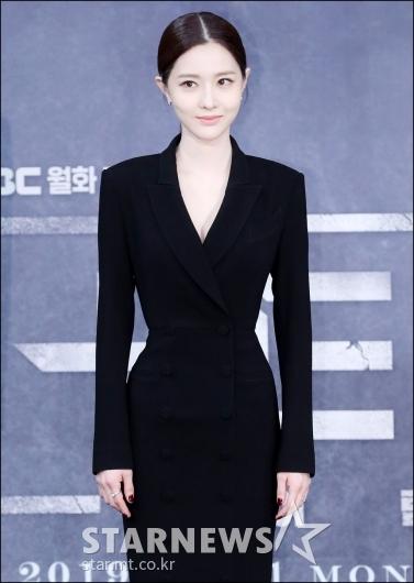 [★포토]김유리, '한 손에 잡힐 듯한 허리'