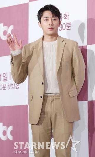 [★포토]손호준, '젠틀한 손인사'