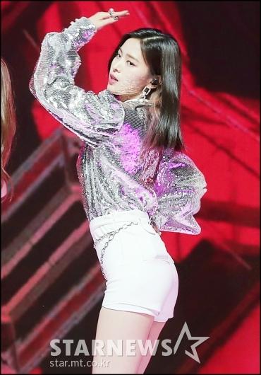 [★포토]류진, '라인이 살아있는 댄스'