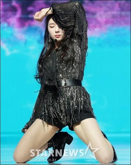 [★포토]리아, '무릎 꿇고 섹시하게'