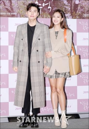 [★포토]송재희-지소연, '다정하게 손 잡고 극장 나들이'