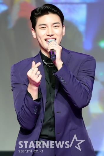 [★포토]노지훈, '손가락하트'