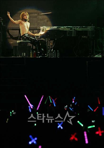 [X Japan] Gira asiatica 2011 2011102821541738485_1
