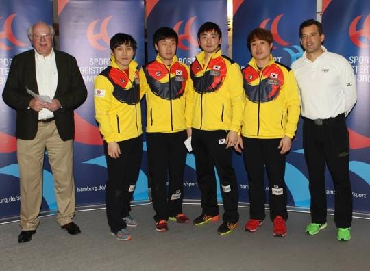 유럽투어서 은메달을 획득한 컬링 대표팀. /사진=컬링 챔피언십 투어 공식 페이스북