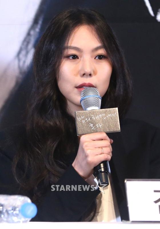[★날선무비]'밤의 해변' 김민희, 홍상수의 남자를 대체하다
