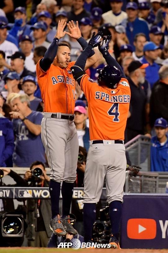 [장윤호의 MLB산책] SI가 '동네북' 휴스턴을 '2017 챔프'로 예언한 까닭