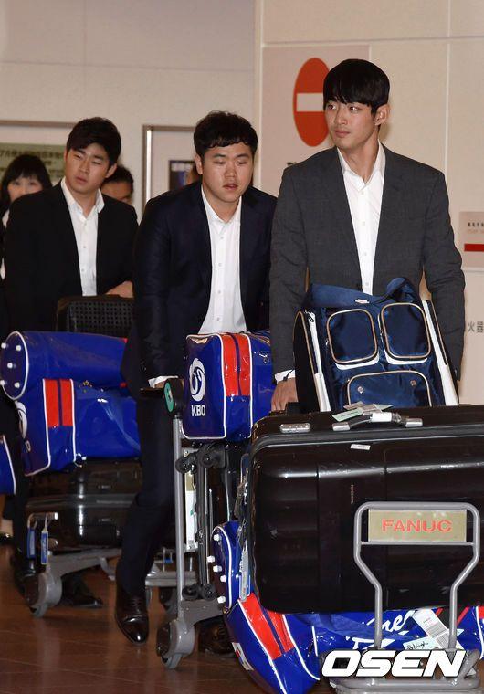 일본에 입성한 대표팀 선수들.