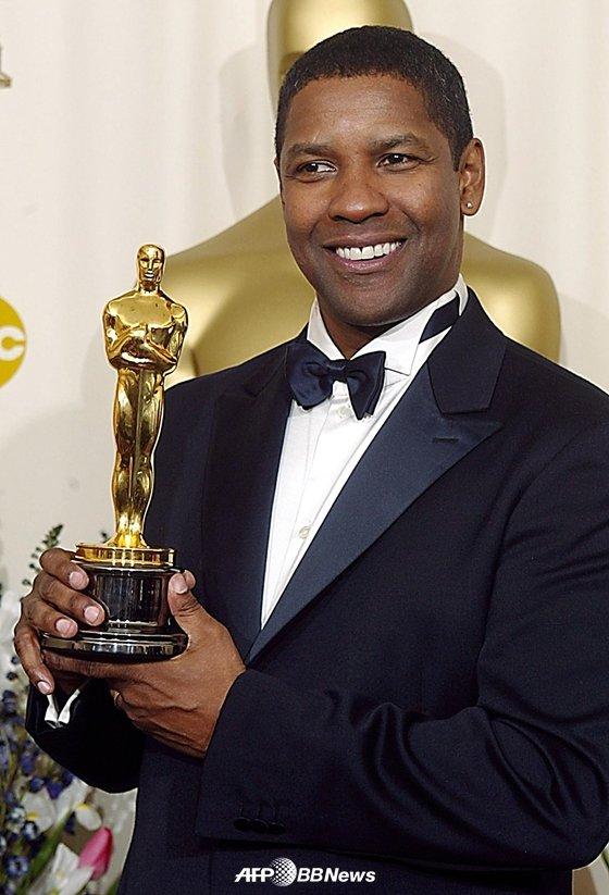2002년 아카데미 시상식에서 남우주연상을 수상한 덴젤 워싱턴 /AFPBBNews=뉴스1