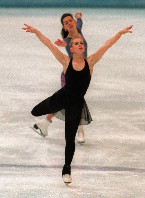 1994년 연습 중인 토냐 하딩(앞)과 낸시 캐리건(뒤)/AFPBBNews=뉴스1