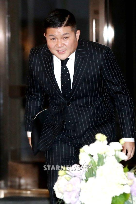 조세호가 지난 3일 인천 영종도 파라다이스시티 호텔에서 열린 태양-민효린 결혼식 애프터파티에 입장하고 있는 모습 /사진=홍봉진 기자