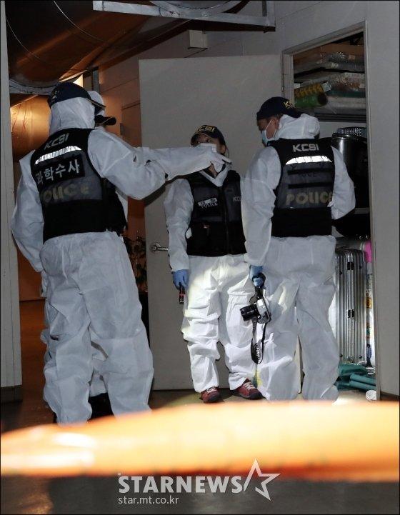 \'성추행 의혹\'으로 조사를 앞두고 있던 배우 조민기가 9일 오후 4시께 숨진 채 발견된 가운데 경찰 과학수사팀이 현장 감식을 하고 있다. / 사진=김창현 기자
