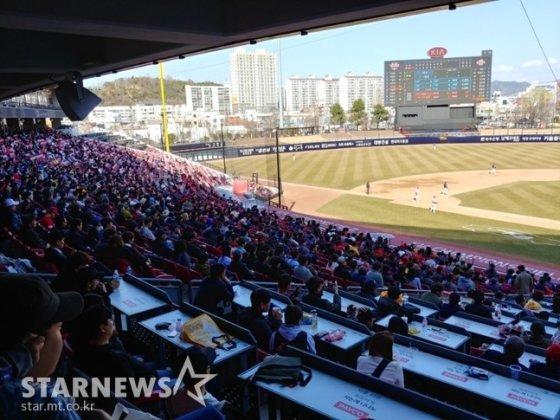 두산과 KIA의 시범경기 개막전이 펼쳐진 광주-KIA 챔피언스 필드의 13일 모습. /사진=김동영 기자