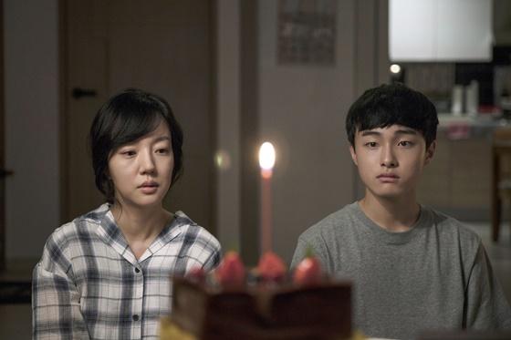 영화 '당신의 부탁'의 임수정, 윤찬영(사진 오른쪽)/사진제공=CGV 아트하우스