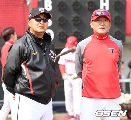 KT 김진욱 감독과 KIA 김기태 감독(왼쪽부터)