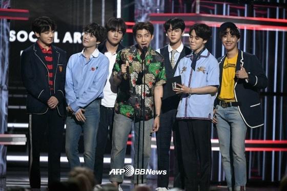 [★FOCUS]방탄소년단, 빌보드 2연속 수상..팬과 함께 쓴 새 역사
