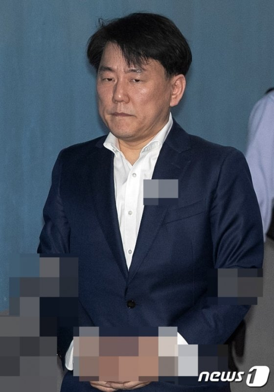 이장석 전 서울히어로즈 대표가 서울 서초구 서울고등법원에서 열린 2심 1회 공판에 출석하고 있는 모습. / 사진=뉴스1