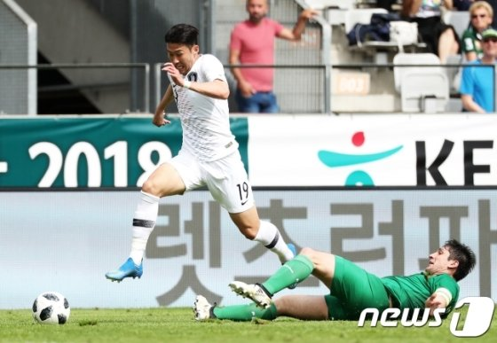손흥민(왼쪽)의 역습이 중요하다. / 사진=뉴스1