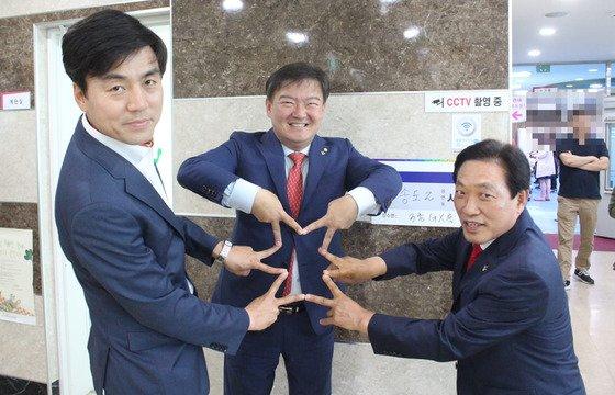 (왼쪽부터) 이강구 자유한국당 인천시 연수구 의원 후보, 민경욱 의원, 정창일 인천시의원 후보/사진=민경욱 의원 페이스북