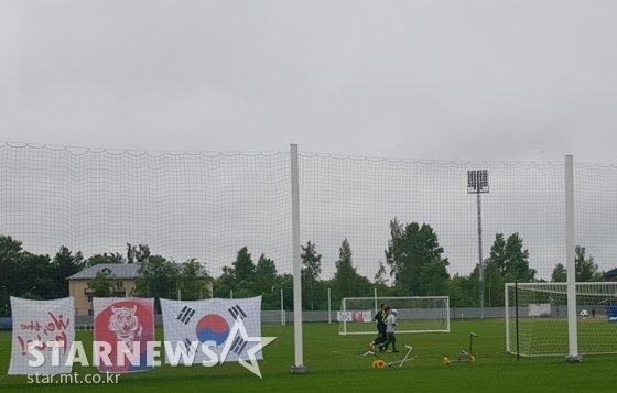 대한축구협회 인사이드캠 박현성 PD까지 가세해 함께 뛰고 있다