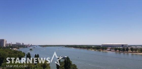 로스토프 돈 강의 모습. 오른쪽에 로스토프 아레나가 보인다 /사진=김우종 기자