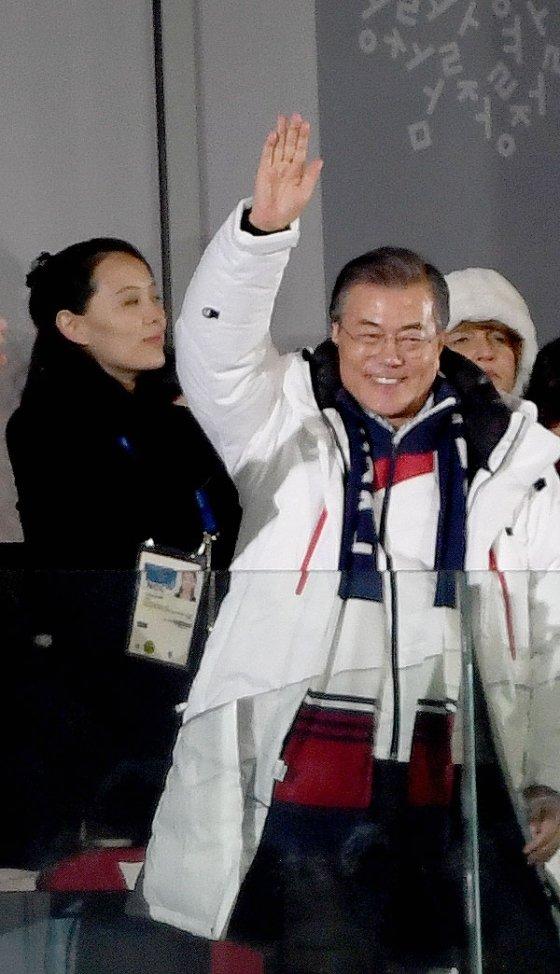 문재인 대통령(오른쪽)의 관전이 태극전사들에게 큰 힘이 될 것인가 /사진=김창현 기자