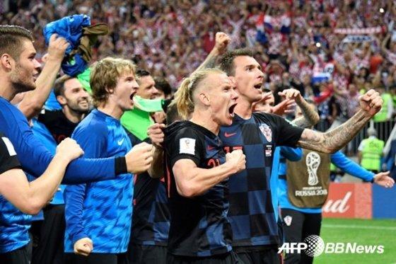 관중들에게 인사하는 크로아티아 선수들 /AFPBBNews=뉴스1